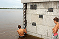 Паводок в Приамурье достиг уровня чрезвычайной ситуации федерального масштаба; для ликвидации последствий наводнения МЧС формирует полномасштабную группировку.