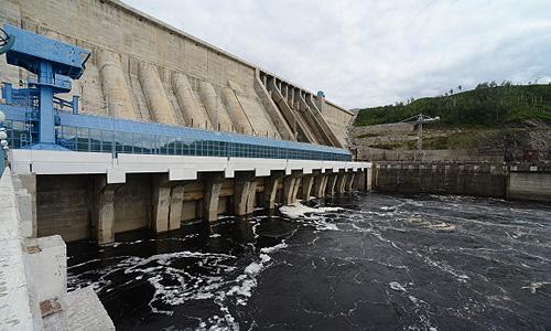Бурейская ГЭС, где отложили холостые сбросы воды из-за подтопления больших территорий вдоль русла реки Буреи в Амурской области.