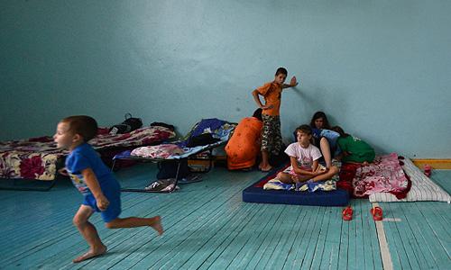 Жители подтопленных из-за сильного паводка домов в пункте временного размещения населения (ПВР) в селе Новокиевский Увал Мазановского района Амурской области.