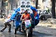 """Столкновения между демонстрантами и полицейскими, произошедшие в среду в Египте, по последним данным, привели к гибели 525 человек, сообщают в министерстве здравоохранения страны. Ранее египетские власти сообщали о 421 погибшем и более 3,5 тыс. пострадавших. Как сообщалось, в столкновениях со стражами порядка участвовали сторонники движения """"Братья-мусульмане"""", поддерживающие отстраненного от власти президента Египта Мухаммеда Мурси."""