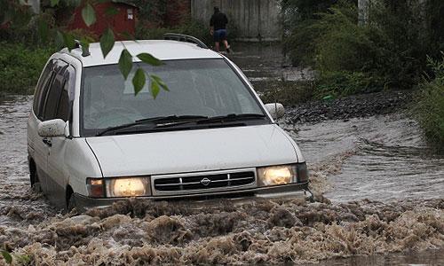Уровень Амура у Хабаровска за сутки вырос на 16 см и составил, по данным на 08:00 вторника (01:00 мск) 673 см, сообщает пресс-служба ГУ МЧС по региону. По прогнозам гидрологов, уровень реки продолжит повышаться и к 28 августа может достичь 780 см. Ранее был преодолен исторический максимум в 642 см.