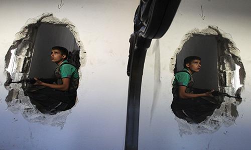 Ожесточенные столкновения между правительственными войсками и мятежниками идут в пятницу близ столицы Сирии Дамаска. Бои продолжаются в том районе, где 21 августа, возможно, было применено химическое оружие.
