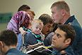 Россияне и граждане СНГ, прилетевшие самолетом МЧС РФ из Сирии, в терминале аэропорта Домодедово.