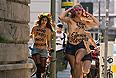 Акция девушек FEMEN у посольства Украины в Берлине.