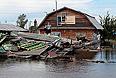 Уровень реки рядом с Комсомольском-на-Амуре достиг отметки 835 см, поднявшись за сутки еще на 15 см. В районе Хабаровска Амур за сутки вырос на 6 см и находится на уровне 808 см. Пик паводка, ущерб от которого уже оценивается в 20 млрд рублей, до сих пор не пройден.