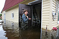 По последним данным, в Амурской области пострадали 126 населенных пунктов, в которых затопило 74 тыс. домов с населением около 80 тысяч человек. Под водой оказались более половины всех посевных площадей и урожая сои и зерновых. Повреждены более 400 коммунальных и социальных объектов, 1200 автомобильных дорог, 71 мост.