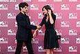 """Луи Гаррель и Анна Муглалис перед показом фильма Филиппа Гарреля """"Ревность""""."""