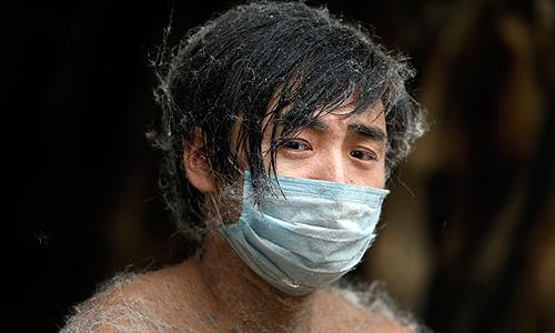Работник китайской меховой фабрики.