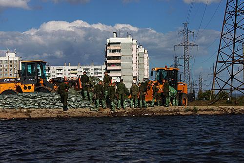 Дополнительные силы МЧС переброшены в Николаевск-на-Амуре.