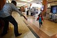 """Боевики """"Аль-Шабаб"""" — сомалийской исламистской группировки, сотрудничающей с """"Аль-Каидой"""" ворвались в фешенебельный торговый центр Westgate около полудня в субботу."""