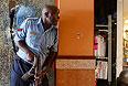 По словам неназванного источника в кенийских силах безопасности, военные начали штурм захваченных террористами помещений торгового центра. По словам корреспондента AFP, находящегося рядом с Westgate, из здания доносятся автоматные очереди.