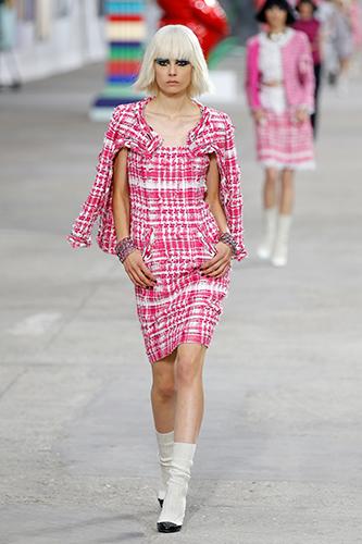 На Неделе Моды в Париже Карл Лагерфельд представил коллекцию, созданную им для Дома Шанель.