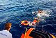 В настоящее время известно о 232 погибших в результате крушения судна на прошлой неделе, 155 человек удалось спасти. Между тем, 100 человек все еще числятся пропавшими без вести. Сотрудники итальянской службы береговой охраны во вторник решили продолжить их поиски. До этого они планировали завершить их уже во вторник. Всего на потерпевшем крушение судне находилось 518 человек.