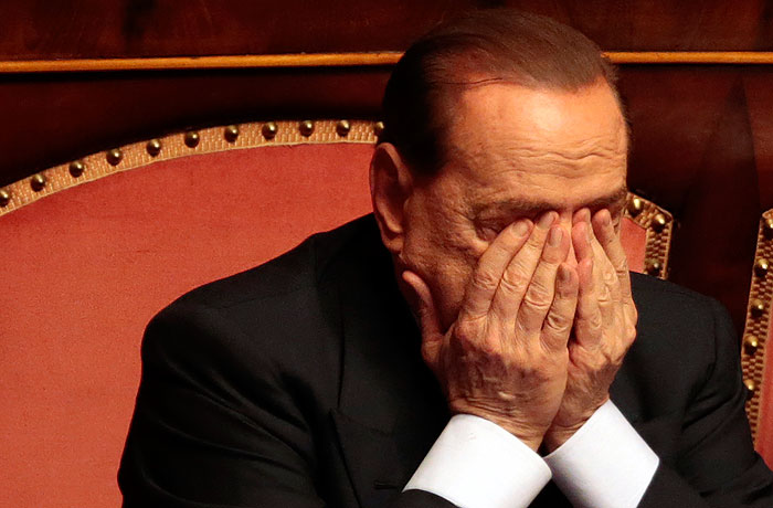 Берлускони изгнали из сената