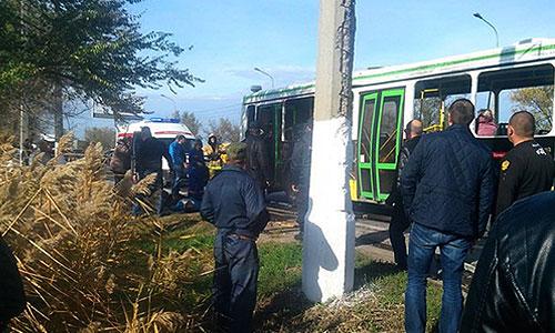 Пассажирский автобус, взорванный в Красноармейском районе Волгограда. В результате теракта погибли по меньшей мере пять человек, десятки получили ранения.