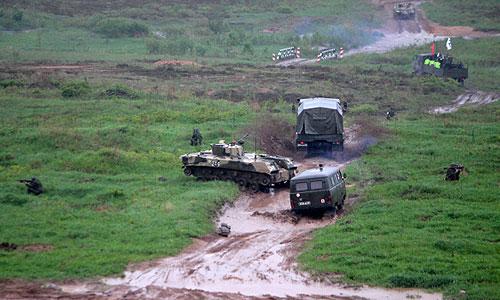 Вечером 22 октября на полигоне в Струго-Красненском районе произошел подрыв неизвестного взрывного устройства. По предварительным данным, это мог быть неразорвавшийся боеприпас. В результате погибли шесть военнослужащих, еще двое получили ранения.