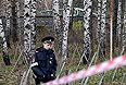 На месте падения вертолета Ка-52 на территории летного центра в московском районе Выхино-Жулебино.
