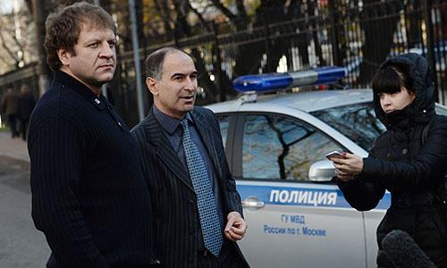 Боец Александр Емельяненко прибыл на первый допрос в управление организации дознания ГУ МВД по городу Москве.