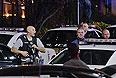 По данным CBS New York, стрельба началась около 21:30 по местному времени (5:30 вторника мск), незадолго до закрытия торгового центра. Прибывшие на место полицейские вели огонь по неустановленной цели.
