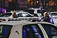 По неподтвержденным данным, неизвестный открыл стрельбу из винтовки по посетителям. Полиция оцепила здание центра, однако данных о задержании или уничтожении стрелка пока не поступало. Сотрудники торгового центра и посетители прятались в туалетах и магазинах до 11 вечера, пока не место не прибыли спецназ и полиция.