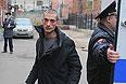 Тверской суд Москвы вернул в полицию дело в отношении молодого петербургского художника Петра Павленского, который накануне прибил свою мошонку к брусчатке Красной площади, выразив таким образом протест против сложившейся в России политической ситуации.