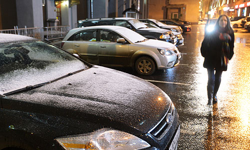Обильный снег, выпавший в Москве накануне и в ночь на среду, и установившийся легкий мороз не привели к ожидавшимся значительным затруднениям в движении транспорта.