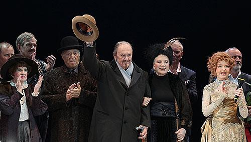 В Москве на 86-ом году жизни скончался актер Юрий Яковлев.  На фото: Яковлев принимает поздравления в честь 85-летия. 2013 год.