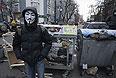 В Киеве возобновились акции протеста. Митингующие пытаются блокировать госучреждения и требуют внеочередных выборов парламента и президента.