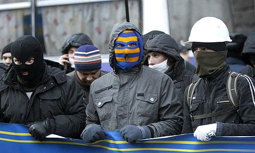 """Милиция Киева расследует 11 уголовных производств по событиям, связанным с захватами админзданий, другими инцидентами, которые произошли 1 декабря в центре столицы. В рамках расследований этих производств задержаны 9 человек, сообщил """"Интерфаксу"""" в пресс-службе киевской милиции."""