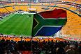 Несмотря на проливной дождь, проститься с экс-президентом ЮАР пришло 20 тыс. человек.