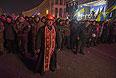 """Митингующие на майдане готовятся к противостоянию с """"Беркутом""""."""