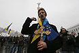 Участники акции в поддержку евроинтеграции Украины на площади Независимости.