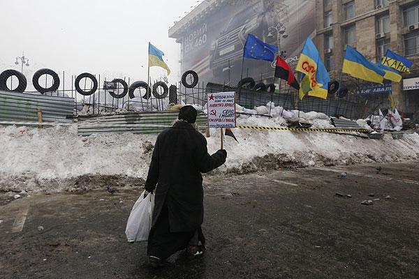 Участник акции в поддержку евроинтеграции Украины на площади Независимости.