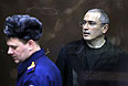 Экс-глава ЮКОСа Михаил Ходорковский перед началом оглашения приговора на заседании Хамовнического суда города Москвы.