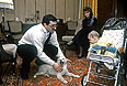 """Председатель ООО """"Юкос-Москва"""" Михаил Ходорковский в кругу семьи."""
