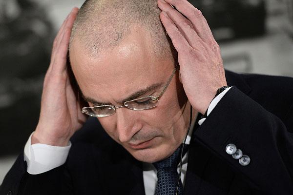 Экс-глава нефтяной компании ЮКОС Михаил Ходорковский во время пресс-конференции в музее Берлинской стены.
