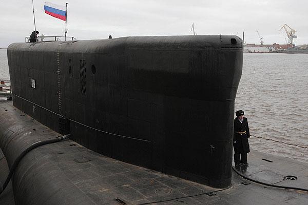 """Акт приема-передачи атомного ракетного подводного крейсера стратегического назначения """"Александр Невский"""" проекта 955 """"Борей"""" подписан в понедельник на северодвинском предприятии """"Севмаш""""."""