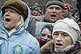Несколько сотен протестующих в четверг утром собрались у здания министерства внутренних дел Украины в Киеве с требованием объективного расследования избиения журналистки Татьяны Чорновил, а также в целом за отставку нынешнего правительства и, в частности, министра внутренних дел Виталия Захарченко.
