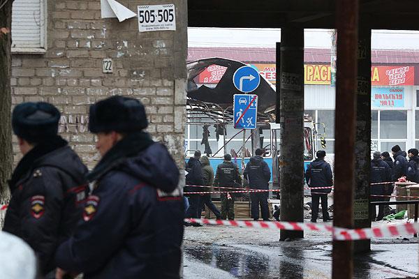 В результате взрыва, произошедшего около 8:30 в Дзержинском районе города, троллейбус практически полностью разрушен, в соседних домах выбиты стекла, что говорит о большой мощности бомбы. Представители правоохранительных органов отмечают, что этот взрыв схож по почерку с двумя предыдущими.