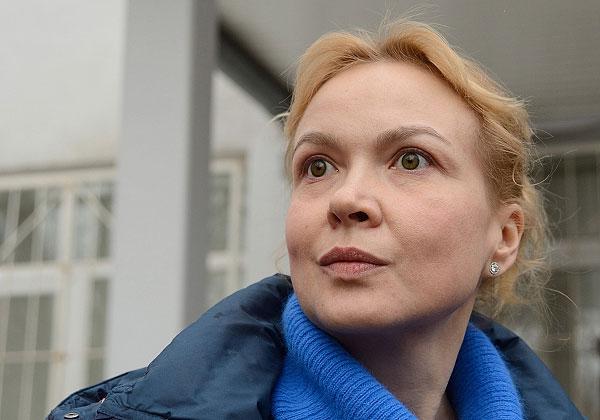 """Сама Панова считает уголовные дела в отношении нее сфабрикованными. По словам подсудимой, деньги, якобы похищенные со счетов """"Ура.ру"""", были ее собственными. Как заявила Панова, средства были потрачены на выплату зарплат сотрудникам издания."""