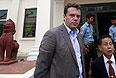 Адвокат предпринимателя заявляет, что суд не нашел в его деле состава преступления, Генпрокуратура РФ заявляет, что решение вопроса о выдаче перенесено.
