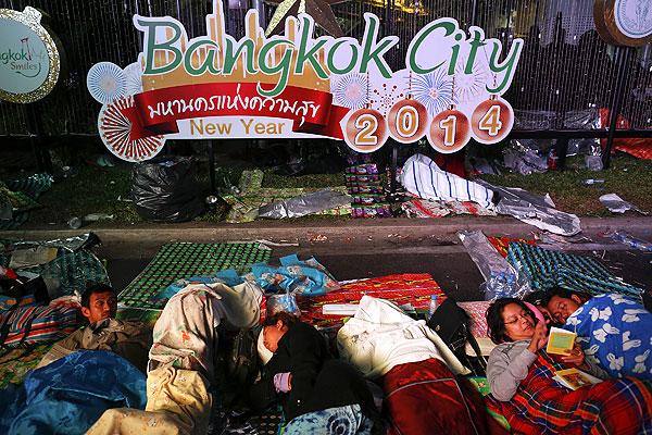 Таиландская оппозиция с понедельника начала серию широкомасштабных акций протеста в Бангкоке с целью блокировать деятельность госучреждений и парализовать движение транспорта на основных столичных магистралях.