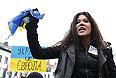 """Победительница конкурса """"Евровидение 2004"""" украинская певица Руслана приняла участие в акции за евроинтеграцию в Брюсселе."""