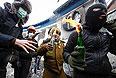 Почти 120 сотрудников правоохранительных органов обратились за медицинской помощью после противостояния на улице Грушевского в Киеве.