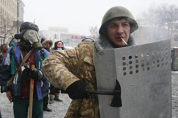 Типичное вооружение участников киевских беспорядков.