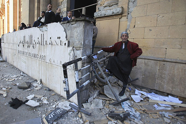Разрушенная взрывом часть Музея исламского искусства в Каире.
