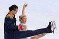 Татьяна Волосожар и Максим Траньков (Россия) выступают в короткой программе парного катания командных соревнований по фигурному катанию на XXII зимних Олимпийских играх в Сочи.