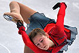 Юлия Липницкая (Россия) выступает в произвольной программе женского одиночного катания командных соревнований по фигурному катанию.