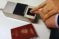 Загранпаспорта с отпечатками пальцев начнут выдавать россиянам в 2015 году