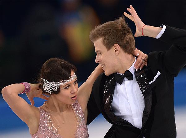 Елена Ильиных и Никита Кацалапов (Россия) выступают в короткой программе танцев на льду на соревнованиях по фигурному катанию на XXII зимних Олимпийских играх в Сочи.